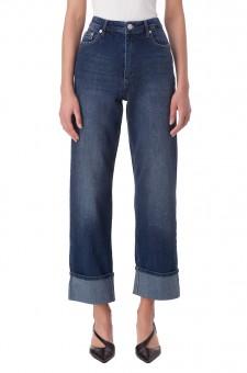 Укороченные джинсы с подворотами