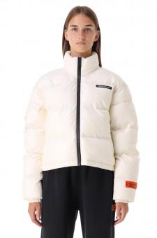 Укороченная стеганая куртка с логотипом