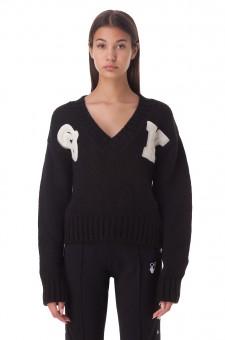 Укороченный свитер с нашивками