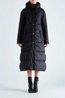 Удлиненная стеганая куртка с капюшоном