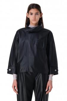 Кожаная куртка с разрезами в рукавах