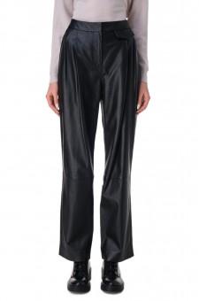Кожаные брюки с защипами