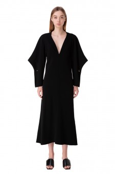 Платье с фигурными рукавами