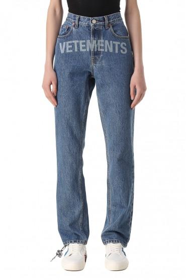 Джинсы с логотипом VETEMENTS VET11025