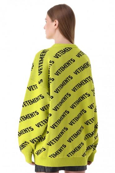 Свитер oversize в логотипах VETEMENTS VET21002