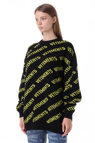 Свитер oversize в логотипах VETEMENTS VET21012